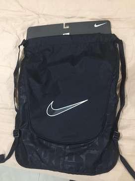 Mochila liviana para deportes Nike nueva original!