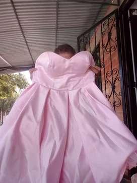 Vendo o alquiló vestido de 15 años o alquilo