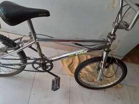 Bici BMX semi nueva