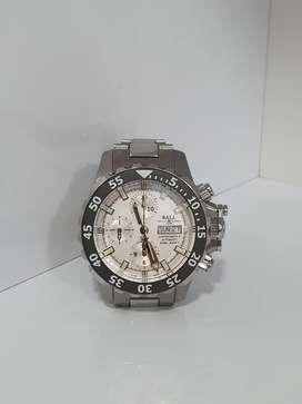 Vendo o Permuto por moto mayor o menor valor  reloj Ball DC3026A Engineer Hydrocarbon Nedu como nuevo