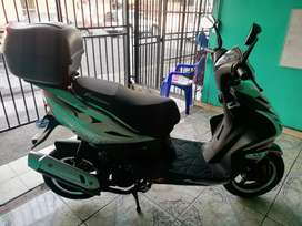 Se vende scooter 2018