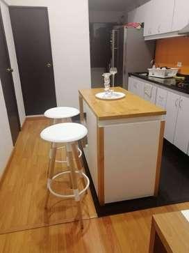 Mueble de Cocina + 2 Sillas