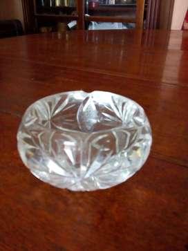 Cenicero cristal blanco labrado. (Cód. 106)