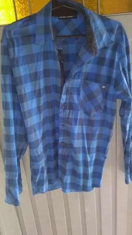 Vendo camisas hombre en buen estado talle L , xl