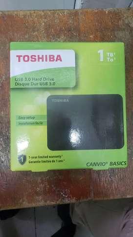 Vendo disco duro de 1tb toshiba, poco uso.