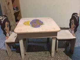 Mesa y sillas para Nena