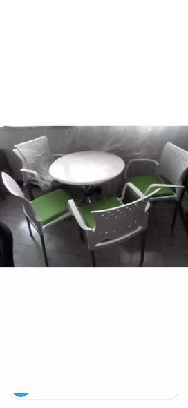 Juego de Mesa. + 5 sillas