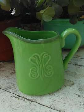 Jarra lechera/cremera de cerámica verde