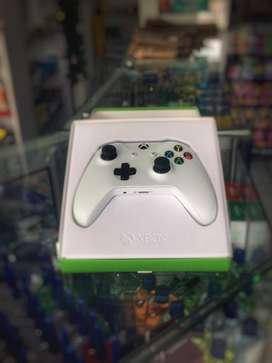Control Xbox One Blanco Slim, Open Box