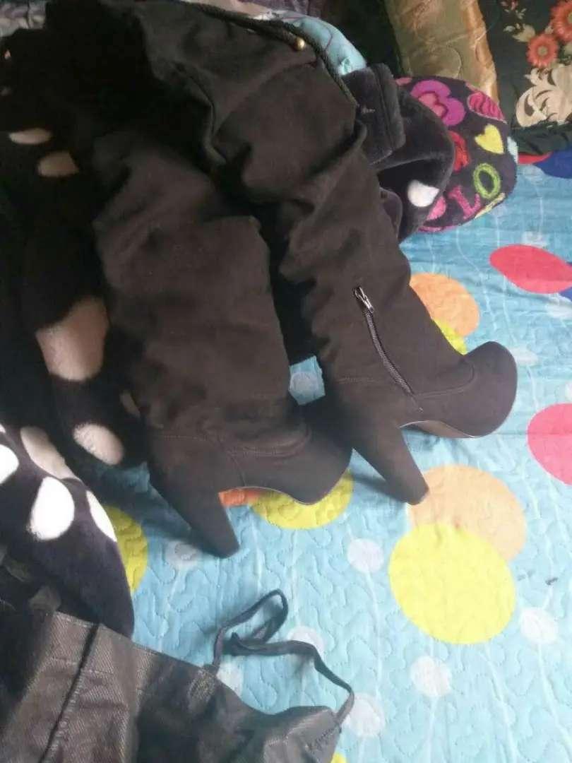 Vendo o cambio botas como nuevas talla 35y.baletas reinder en cuero