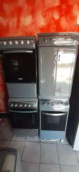 Sevende cosina con horno gratinador  y d gabinete tuberías nuevas tapas nuevas