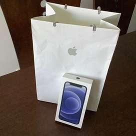 Iphone 12 mini. Color negro. 64gb. Caja original + 6 estuches