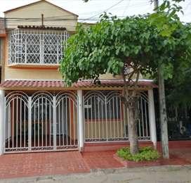 Sé vende casa de dos pisos barrio Balcones de la Riviera