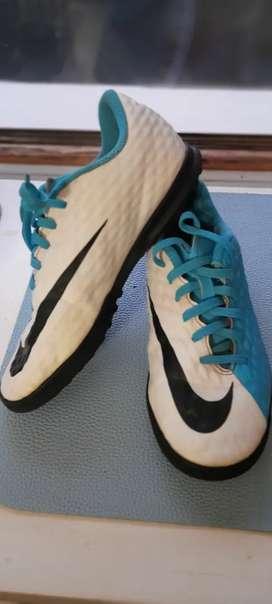 Botines Nike HIPERVENOM  N.33