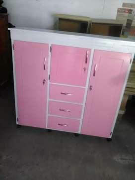 Armario rosa con blanco