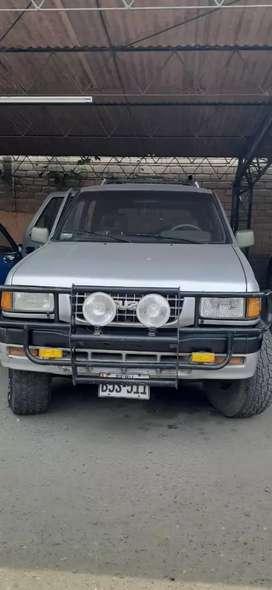 Camioneta Isuzu rodeo S petrolera muy espaciosa