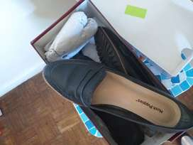 Zapatos de cuero marca Hush puppies