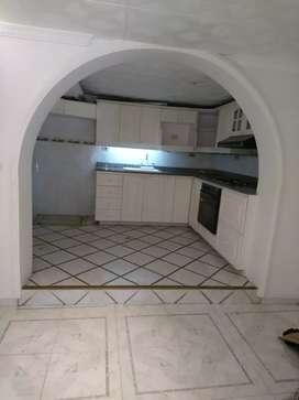 Apartamento unifamiliar de tres pisos en yarumal
