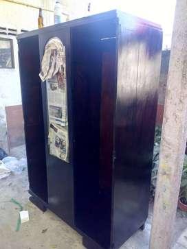 Escaparate o armario antiguo en nogal espejo en cristal de Murano