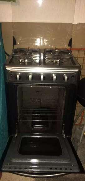 Se vende estufa con horno en perfecto estado marca HACEB