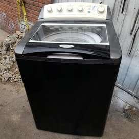 Lavadora automática de 32 libras marca Centrales. Garantizada