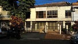 DESCRIPCIÓN: Casa de 2 niveles sector Estadio