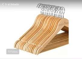 Vendo 154 perchas madera