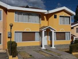 Casa de Venta, Cerca al Nuevo C.C. El Portal, Frente a Yambal