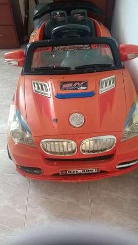 Exelente carro de baterías con tres cambios y acelerador