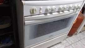 Vendo por mudarme de ciudad Vendo Refri cocina de 6 hornillas  con horno encendido electrico mas un ventilador y sillon