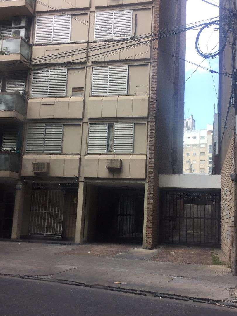 Cochera excelente ubicacion España a mts de calle Pellegrini 0