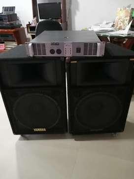 Parlantes Yamaha 2 Y Una Planta