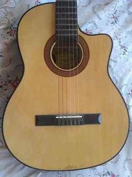 Guitarra electroacústica marca Antigua casa Núñez