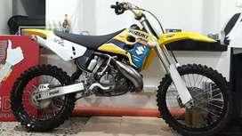 Suzuki RM 250 No yz crf kx ycf ktm  enduro