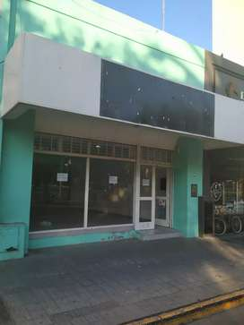 Gran local frente a Plaza Rivadavia