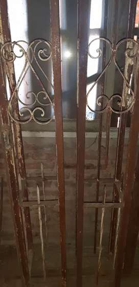 Juego de pilares estructurales para conectar juego de rejas