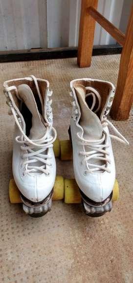 Vendo Patines numero 29-30 bota blanco artistico