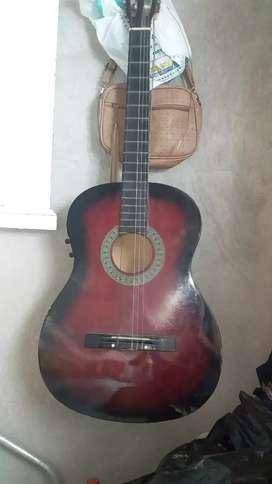 vendo una guitarra usada en estas condiciones