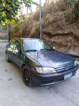 Vendo Peugeot negociable.-