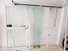 Puerta de vidrio para negocio