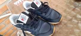 Vendo zapatillas Niños Reebok y Nike