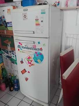 Heladera, en muy buen Estado, con freezer , marca Standard electric