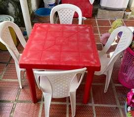 Juego de mesa y cuatro sillas para negocio tengo 2 juegos