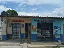 Casa con tienda y droguería.