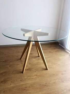 Mesa comedor patas madera paraiso y tapa de vidrio templado