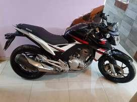 Vendo Honda twister 250.