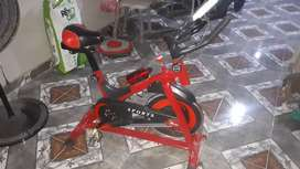 vendo bicicleta fija tipo espining de 13 kg reales 1 año de uso