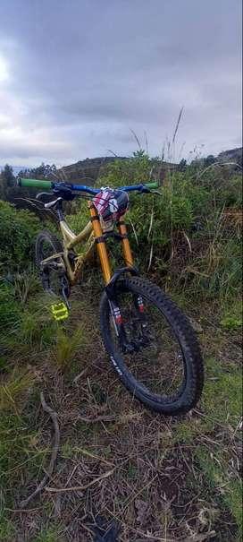 Vendo bicicleta de downhill