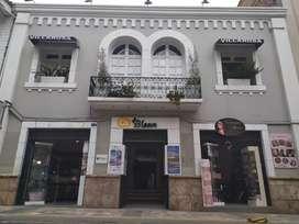 Vendo excelente casa con 15 locales  comerciales. Centro histórico.