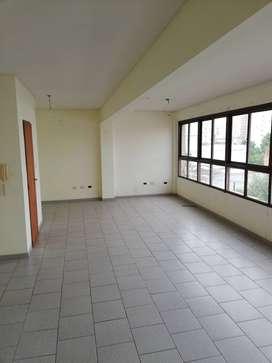 CHICLANA 400, Excelente oficina 70 m.c., 2 baños.-